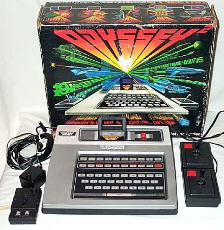 Primeiro Videogame. O teclado servia para um jogo que embaralhava as letras na tela e o usuário tinha que descobrir o que significava.