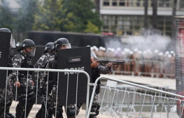 policiais-greve-professores-parana